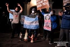 protesta-policia-noche1
